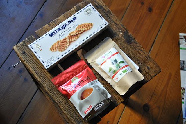 Butterwaffeln, Roiboos Tee und Gerstengraspulver