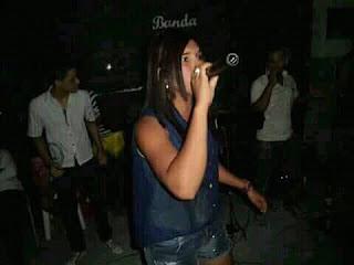 Cantora cacimbinhense recebeu convite de banda famosa.