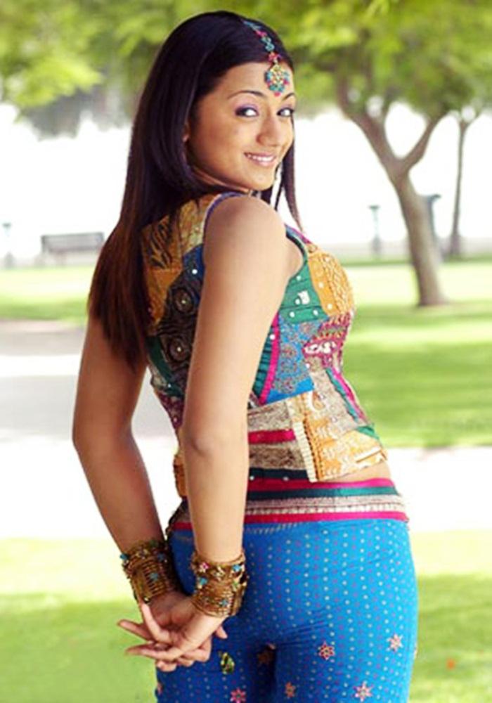 Actress trisha hot navel exposing in white saree photos