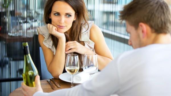 To ήξερες ότι υπάρχουν 6 -επιστημονικά αποδεδειγμένοι- τρόποι να κάνεις κάποιον να σε ερωτευτεί;