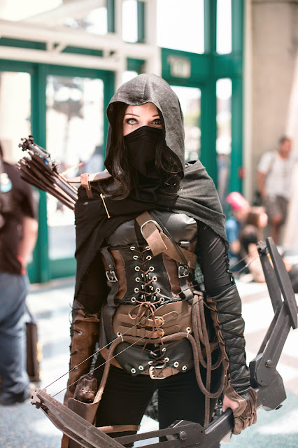 Women's Garrett cosplay from Thief. Female steampunk gamer cosplay.