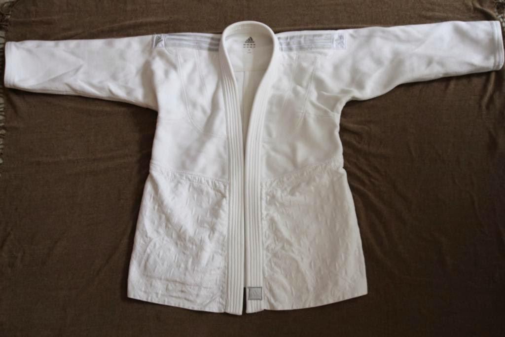 http://www.cestquoitonkim.com/2014/07/avis-sur-le-kimono-jfit-j930-adidas.html