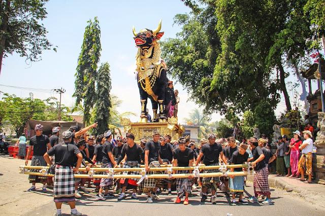 9 Upacara Adat di Indonesia Dengan Keunikan Masing-masing Daerah Asalnya