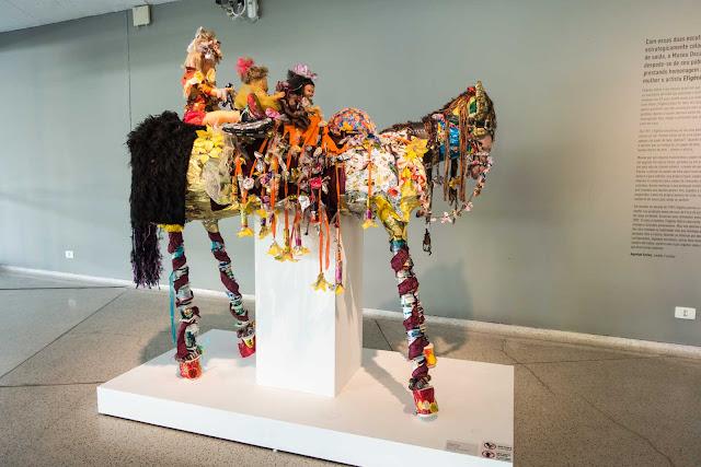 """""""Burrinho"""", escultura de Efigênia Rolim"""
