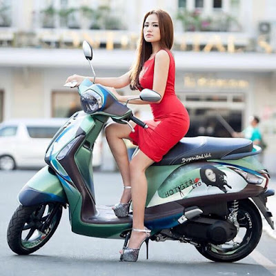 New 2016 Yamaha Nozza Grande 125cc with model pose 1