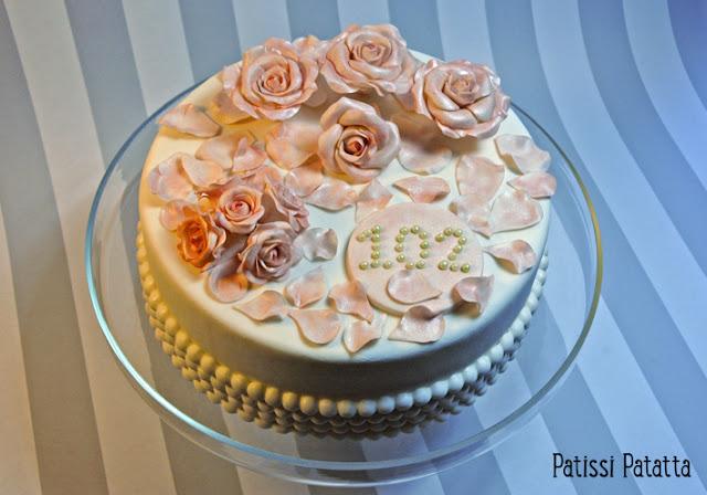 cake design, pâte à sucre, gumpaste, gâteau 3D, gâteau rigolo, gâteau dummy, gâteau d'anniversaire dummy, faux gâteau, décoration de gâteau, fleurs en gumpaste