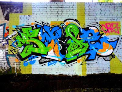 green-blue-wall-art-lettering-popped-graffiti