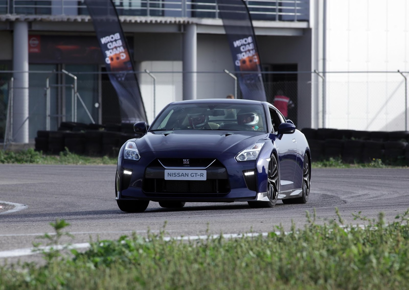 Το Nissan GT-R MY17 στην πίστα των Μεγάρων