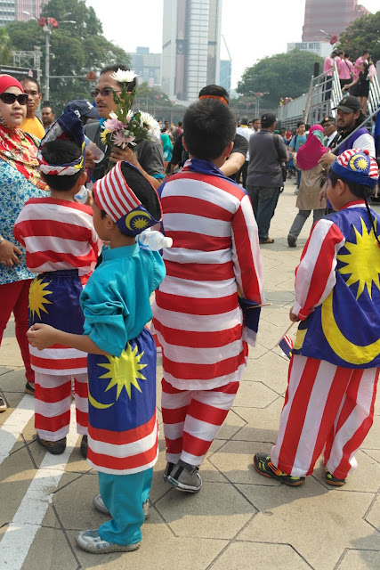 kids in malaysia flag clothing