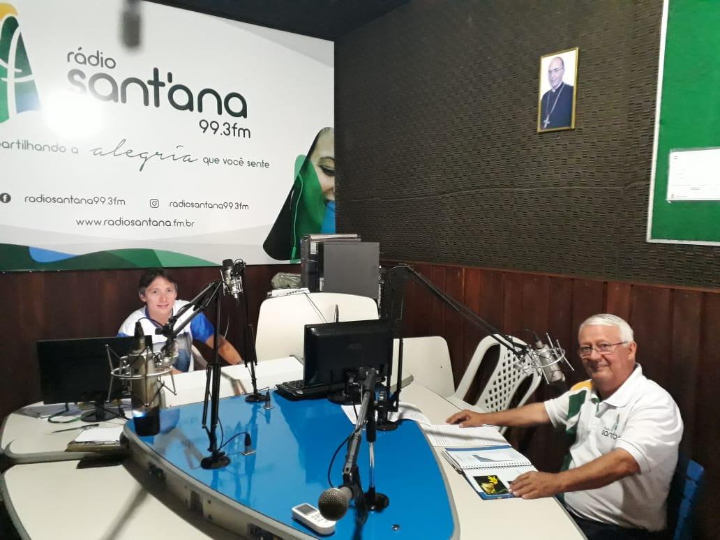 Os domingos na Rádio Santana FM 99.3 são de grandes emoções! Dois programas especiais em homenagem aos reis de nossa música brasileira: Roberto Carlos e Luiz Gonzaga.