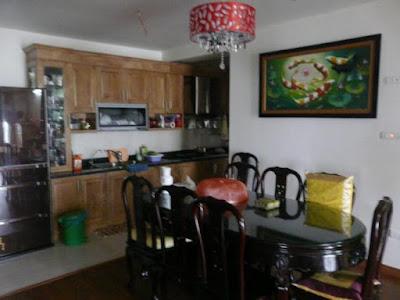 Phòng khách và bếp trong căn hộ cao cấp N09B2 Dịch Vọng - Cầu Giấy - HN