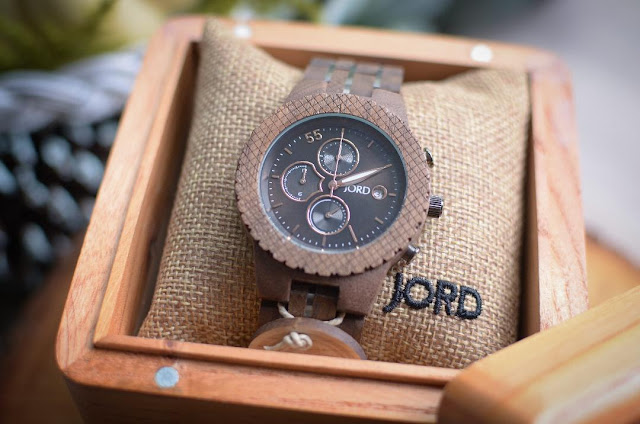 https://www.woodwatches.com/#camelotartcreations
