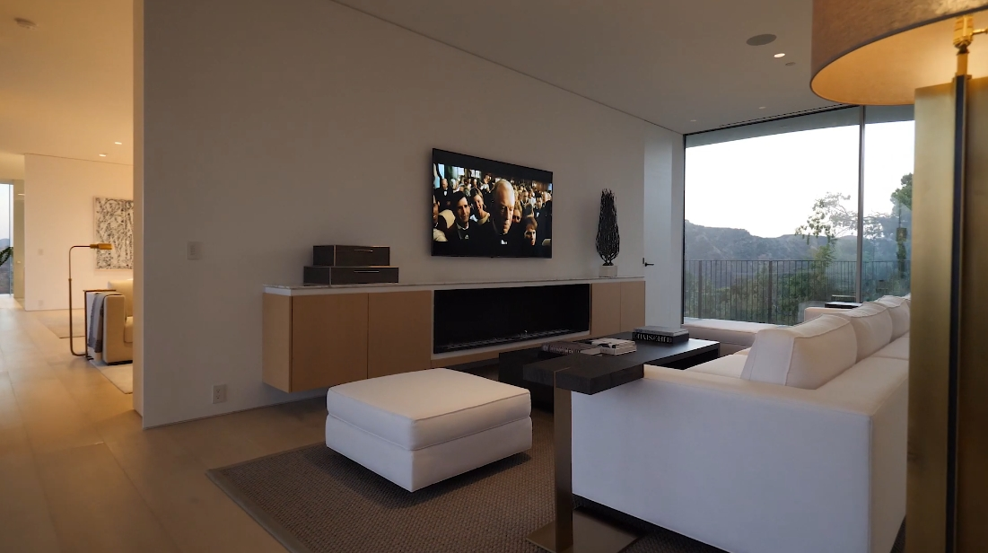 31 Interior Design Photos vs. Tour 11490 Orum Rd, Los Angeles, CA