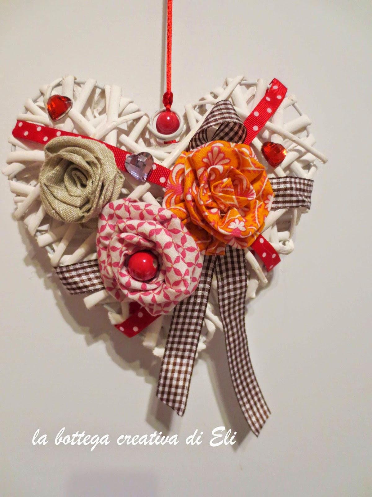 cucito-creativo-per-decorare-un-cuore-in-midollino