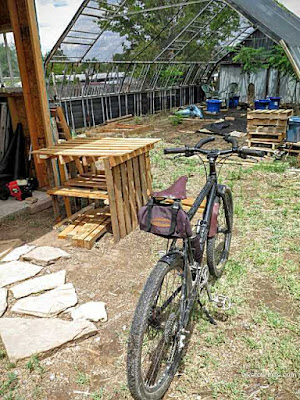Picture of mountain bike next to home made outdoor pallet table