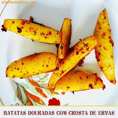 Batatas douradas com crosta de ervas
