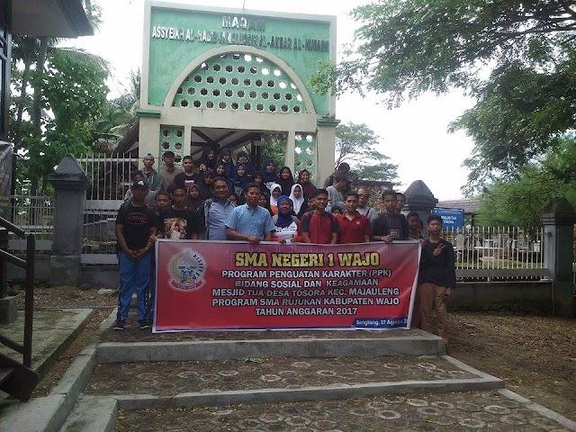 SMA Negeri 1 Wajo Kunjungi Masjid Tua Tosora