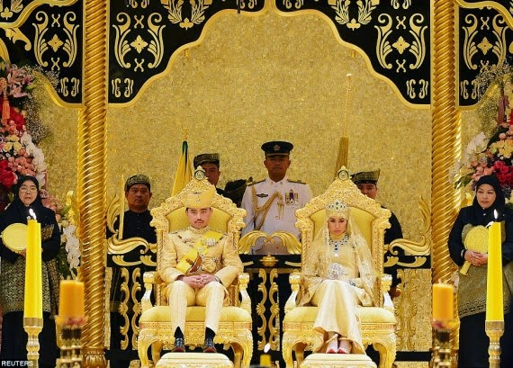 Brunei:Prince Abdul Malik married  to Data Analyst DayangkuHaji Bolkiah in a spectacular ceremony at the monarch's 1,788-room palace in Brunei's capital, Bandar Seri Begawan