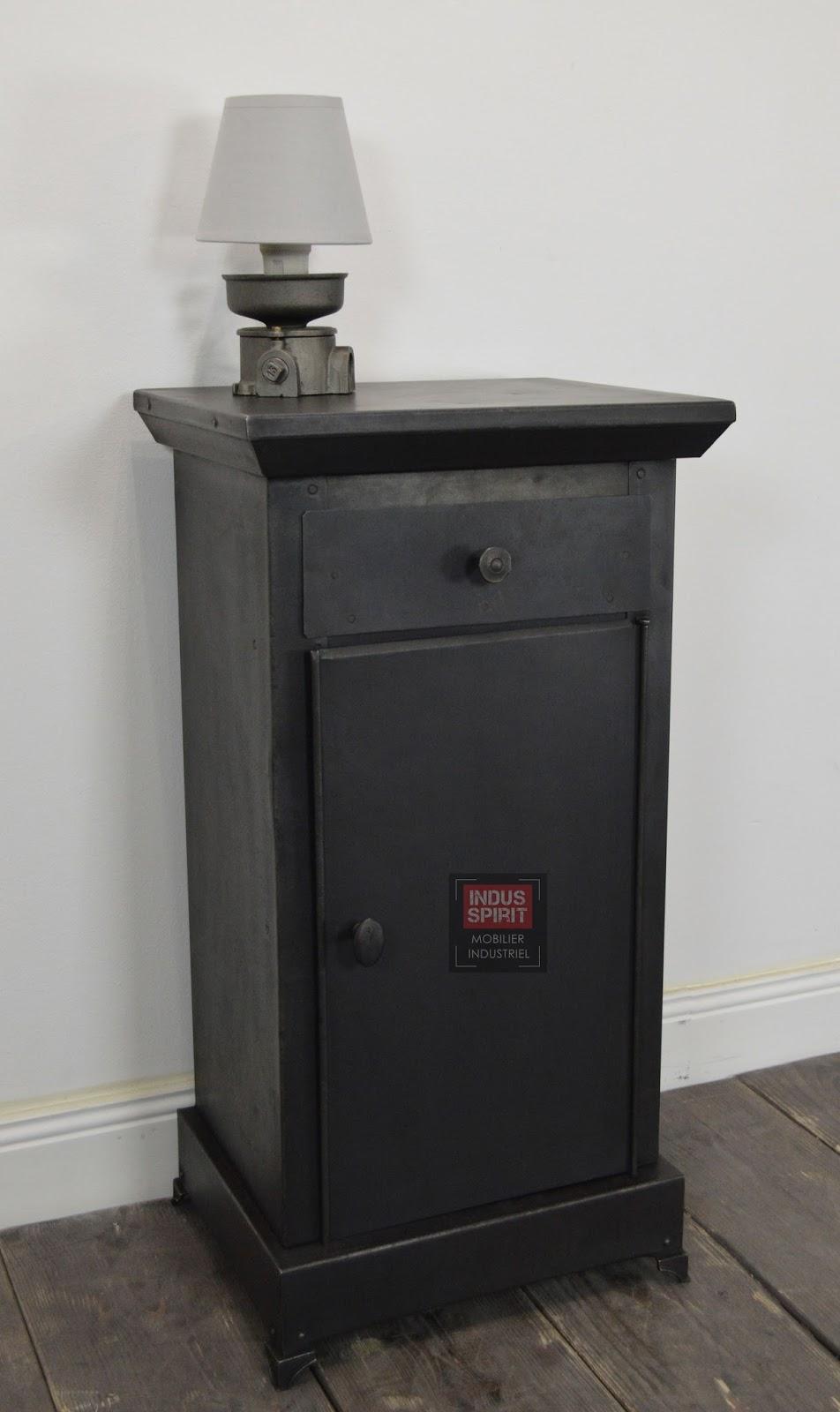 ancienne table de chevet m tallique. Black Bedroom Furniture Sets. Home Design Ideas