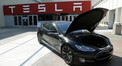 Teknolojini Yıkımı: Elektrikli Otomobil Tesla