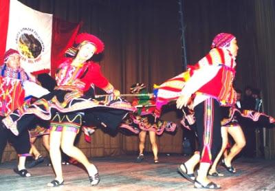 Foto de parejas bailando la danza Valicha - Vestimenta