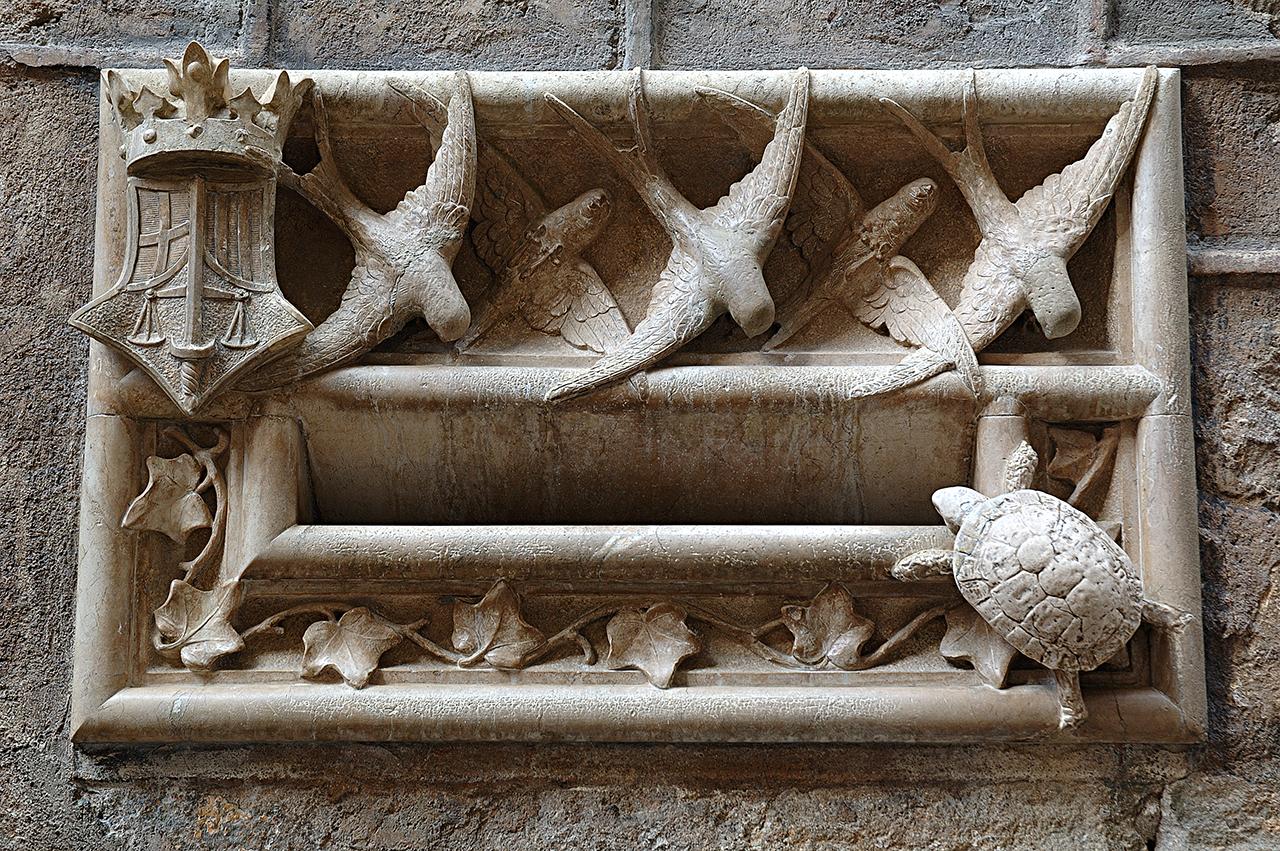Marble Letterbox, Casa de l'Arcadia in Barri Gotic, Barcelona