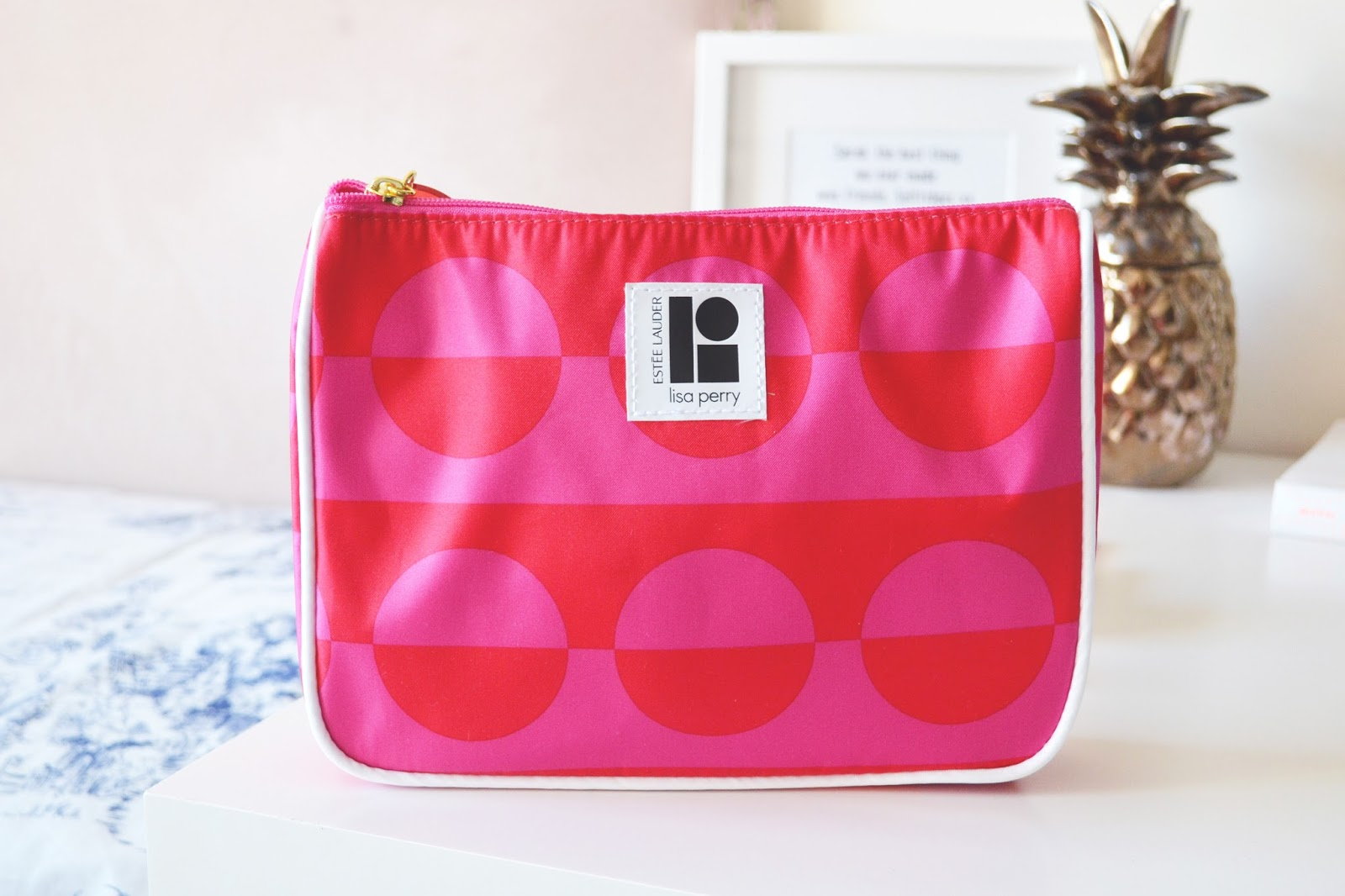 estee lauder lisa perry, pink make up bag