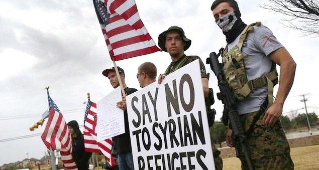 Sejumlah Pria Amerika Belajar Menembak Muslim Dengan Peluru Yang Dicelup Darah Babi