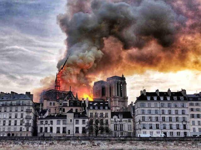 Emmanuel Macron dan Donald Trump Responds Berduka dengan Terbakarnya Katedral Notre Dame Paris
