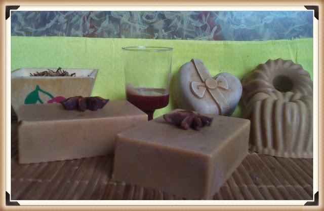 Jabones- naturales- de- cerezas-Chaladura-de-jabones