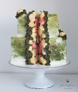 K'Mich Weddings - wedding planning - wedding cake ideas - green cake with flowers in the middle - yulia.kedyarova's profile picture yulia.kedyarova - on the day wedding planner