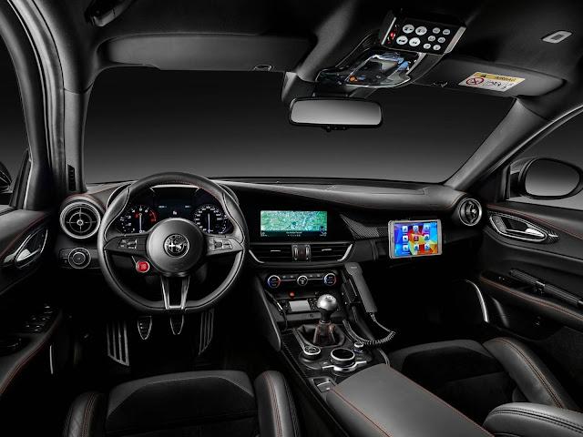 Alfa Romeo Giulia Quadrifoglio - interior