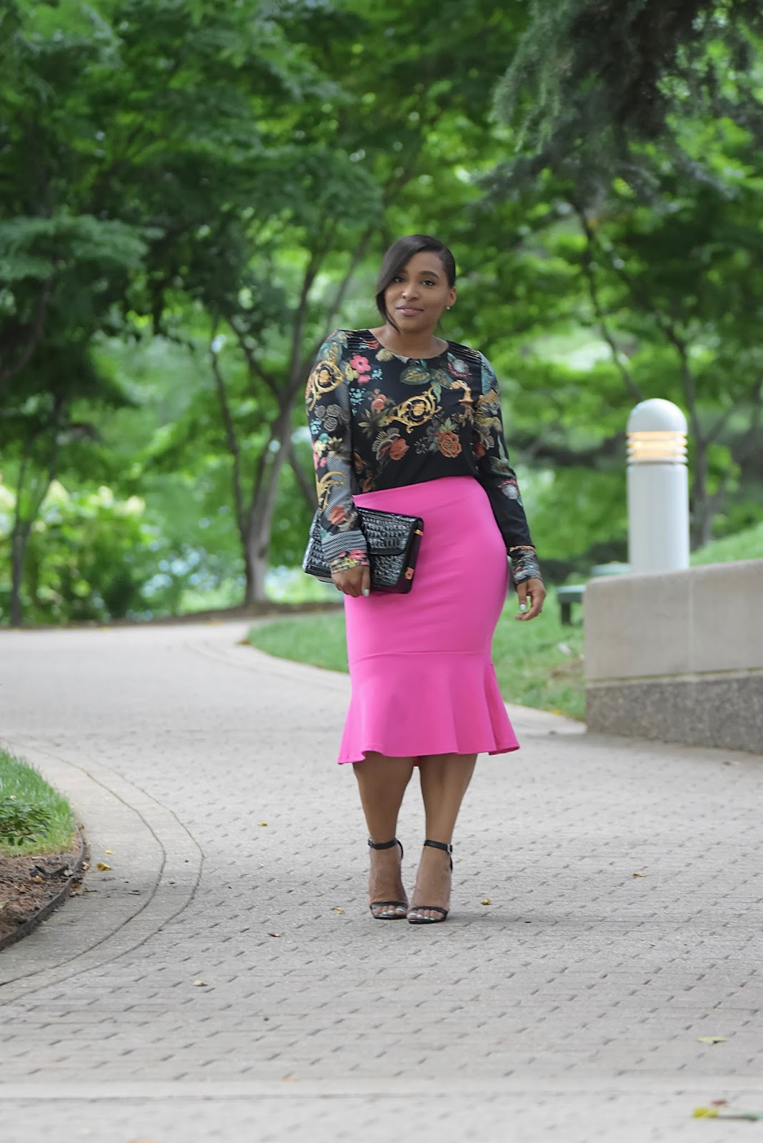 Summer Date Night Look, pink skirt, detail top, date night, tumpet skirt, sara boo, date night ideas