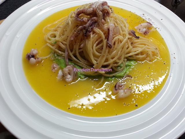 Spaghetti ai calamari su crema bicolore
