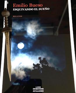 Portada del libro Esquivando el sueño, de Emilio Bueso