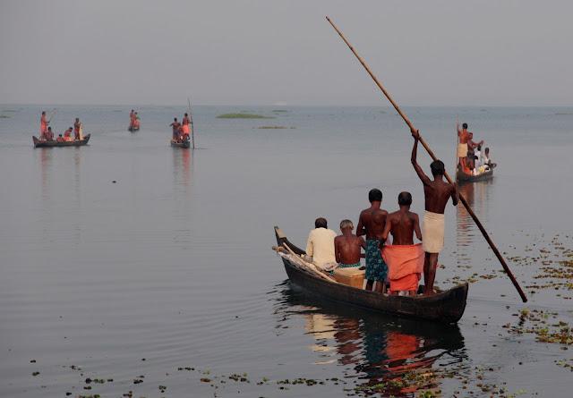 lac vembanad pêcheurs kumarakom kerala