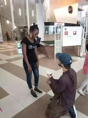 American lands in Nigeria for his first time, proposes to girlfriend who he is meeting for the first time (Photos)