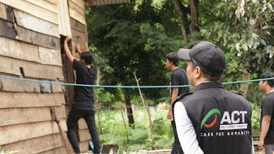 Mri Act Korda Bone Melakukan Pembenahan Rumah Salah Seorang Warga di Lerang