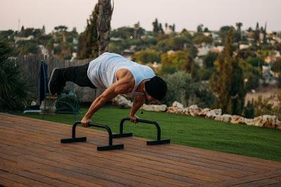 4 powody dlaczego kalistenika jest lepsza niż ćwiczenie z ciężarami