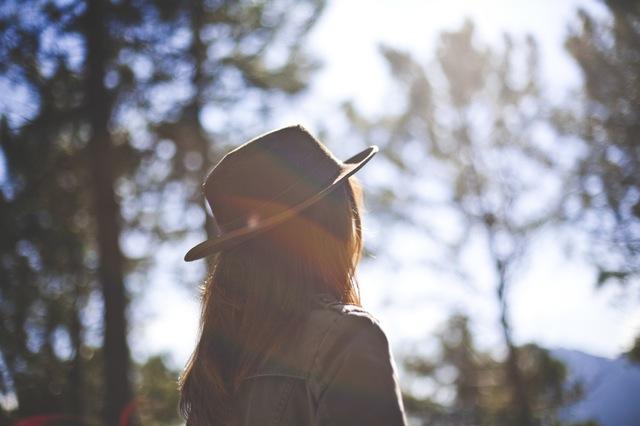 STT buồn khóc đêm khuya tâm trạng cô đơn khi tình yêu vụng vỡ