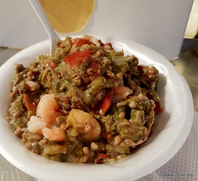 Smothered okra (quiabo ensopado), parto típico de Nova Orleans