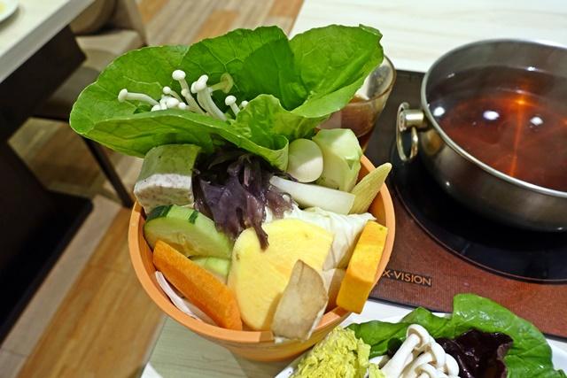 覺醒 幸福。鍋物(新莊總店)~新莊幸福路葷素火鍋