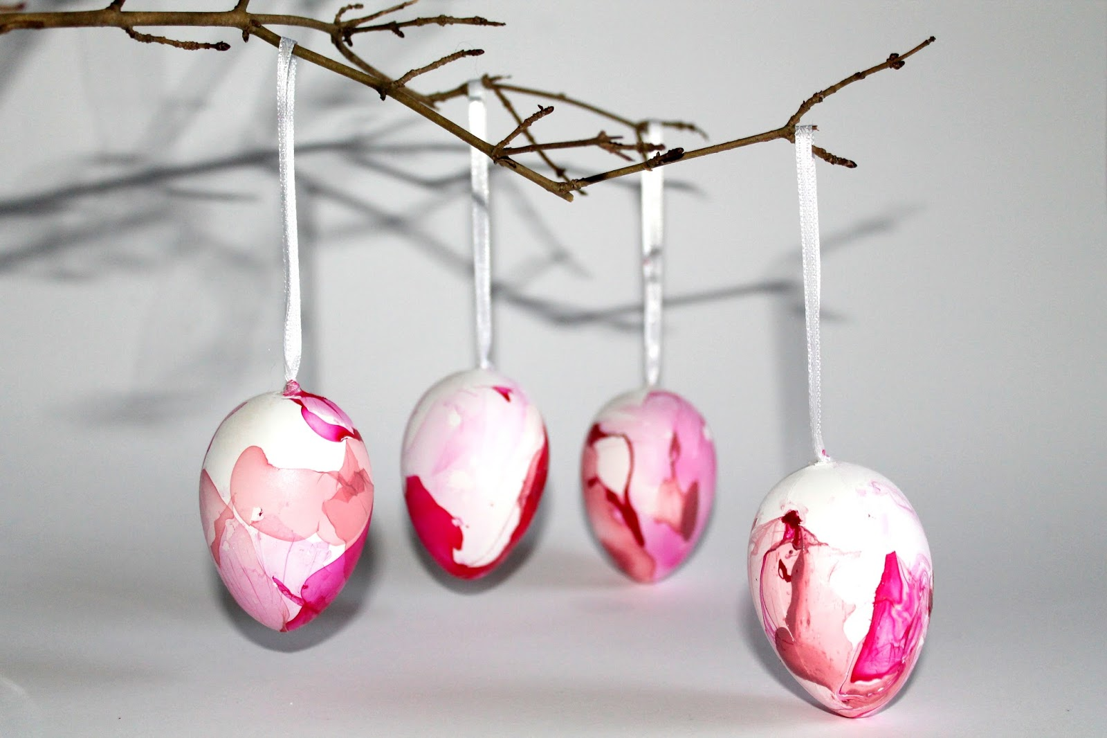 Ostereier bemalen, färben oder doch bekleben? Hier findest du die 5 coolsten Arten Ostereier zu gestalten!!!