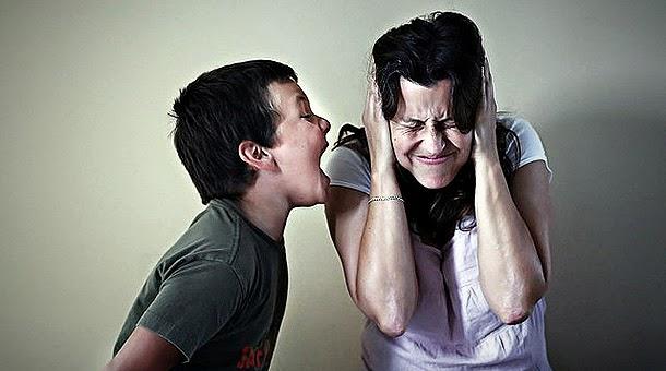 Golpean la puerta y grita quotno entrenquot a los hijos para seguir peteando tranquila - 3 6