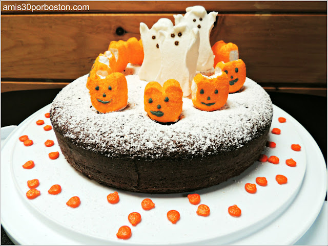 Pastel de Chocolate con Harina de Almendras y Frambuesas para Halloween