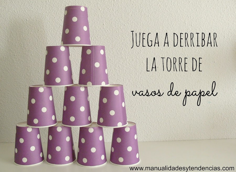 Torre de vasos de papel