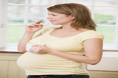 كل مايضر الحامل في الشهور الاولى