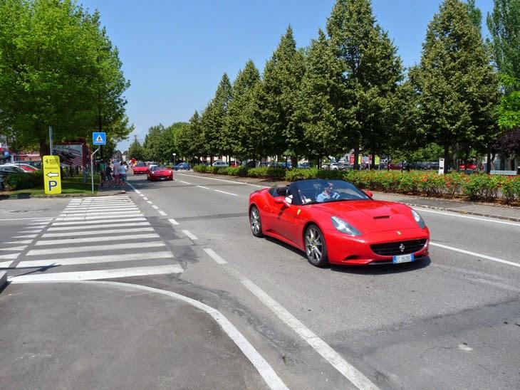 Alquilar un Ferrari. Maranello | caravaneros.com