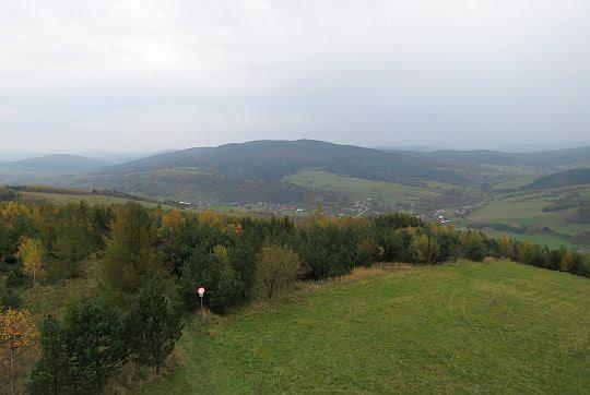 Dolina Wisłoki ze wsią Kąty.
