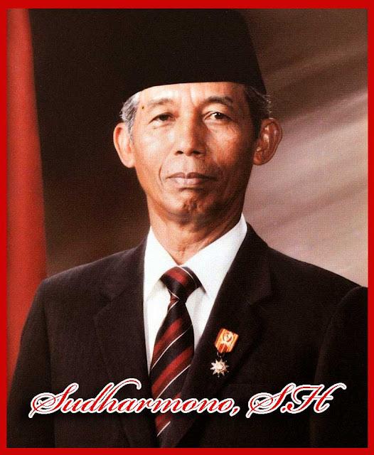 Pendidikan hukumnya diselesaikannya di Fakultas Hukum Universitas Indonesia  Sekilas Tentang Sudharmono, S.H